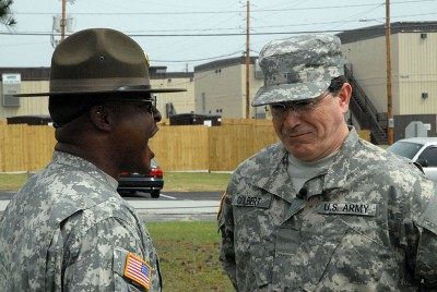 800px-Flickr_-_The_U.S._Army_-_Drill_sergeant_discipline